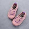 รองเท้าผ้าใบลักยิ้มแบบสวมผ้านุ่ม สีชมพู
