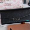 พร้อมส่ง รหัส T5114-001 สีดำ กระเป๋าสตางค์ยาวหนังลิ้นจี่เงาสวยแต่งอะไหล่พร้อมกล่องลายดอกไม้หรู