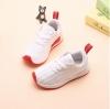 Sneakerเด็กแท็กแดง วัสดุผ้าไนล่อน พื้นยางลายตาข่ายไม่ลื่น สีขาว