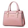 พร้อมส่ง ขายส่งกระเป๋าผู้หญิงถือลายหนังจระเข้ หนังเงา กระเป๋าผู้ใหญ่ถือออกงาน ถือทำงาน รหัส Yi-8002 สีชมพู 1 ใบ