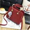 พร้อมส่ง กระเป๋าถือและสะพายข้าง หูหิ้วหรูคุณนายออกงาน แฟชั่นเกาหลี รหัส KO-155 สีไวน์แดง 1 ใบ *แถมป๋อมเพชร