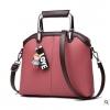 พร้อมส่ง ขายส่งกระเป๋าผู้หญิง แฟชั่นเกาหลี ถือและสะพายข้าง แถมจี้ตุ๊กตาผู้หญิง Yi-0903 สีชมพูเข้ม 1 ใบ