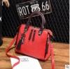 พร้อมส่ง ขายส่ง กระเป๋าถือและสะพายข้างแฟชั่นสไตล์เกาหลี รหัส KO-697 สีไวน์แดง 1 ใบ *แถมจี้รูปแมว