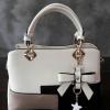 พร้อมส่ง กระเป๋าผู้หญิงถือเย็บสลับสี กระเป๋าผู้ใหญ่ถือออกงานแต่งโบว์ห้อย เย็บสลับสี รหัสYi-4217 สีขาว 1 ใบ