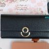 พร้อมส่ง รหัส T5110-001 สีดำ กระเป๋าสตางค์ยาวหนังลิ้นจี่เงาสวยแต่งกระดุมกลมพร้อมกล่องลายดอกไม้หรู สำเนา