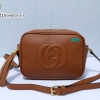 พร้อมส่ง HB-5667 สีน้ำตาลเข้ม กระเป๋าสะพายหนัง PU นิ่ม แต่งพู่ห้อย ปั๊มโลโก้นูน GG square bag