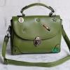 พร้อมส่ง HB-4247 สีเขียว กระเป๋านำเข้าแฟชั่นเกาหลีแต่งอะไหล่ Cosme-Fun