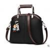 Pre-order ขายส่งกระเป๋าผู้หญิง แฟชั่นเกาหลี ถือและสะพายข้าง แถมจี้ตุ๊กตาผู้หญิง Yi-0903 สีดำ