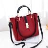พร้อมส่ง กระเป๋าถือและสะพายข้างผู้หญิง รหัส Yi-7009 สีไวน์แดง 1 ใบ