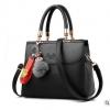 พร้อมส่ง กระเป๋าผู้หญิงถือ กระเป๋าผู้ใหญ่ถือออกงานแต่งปอมหมี รหัสYi-1063 สีดำ 1 ใบ