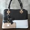 พร้อมส่ง กระเป๋าผู้หญิงถือเย็บสลับสี กระเป๋าผู้ใหญ่ถือออกงานแต่งโบว์ห้อย เย็บสลับสี รหัสYi-4217 สีดำ 2 ใบ