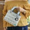 พร้อมส่ง DB-1804-M สีเงิน กระเป๋าแฟชั่น Lady design พร้อมสายสะพายโซ่ปรับได้ มีถุงผ้า