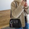 พร้อมส่ง กระเป๋าถือและสะพายข้างผู้หญิง แฟชั่นเกาหลี รหัส Yi-7103 สีดำ 1 ใบ*แถมจี้ป๋อม