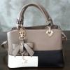 พร้อมส่ง กระเป๋าผู้หญิงถือเย็บสลับสี กระเป๋าผู้ใหญ่ถือออกงานแต่งโบว์ห้อย เย็บสลับสี รหัสYi-4217 สีน้ำตาล 1 ใบ