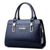 พร้อมส่ง ขายส่งกระเป๋าผู้หญิงถือลายหนังจระเข้ หนังเงา กระเป๋าผู้ใหญ่ถือออกงาน ถือทำงาน รหัส Yi-8002 สีน้ำเงินแข้ม 1 ใบ