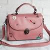 พร้อมส่ง HB-4247 สีชมพู กระเป๋านำเข้าแฟชั่นเกาหลีแต่งอะไหล่ Cosme-Fun