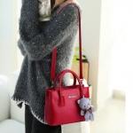 Pre-order กระเป๋าถือและสะพายข้างใบเล็ก ผู้หญิง แฟชั่นสไตล์เกาหลี รหัส KO-699 สีไวน์แดง *แถมตุ๊กตาหมี