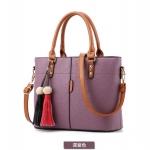 พร้อมส่ง ขายส่งกระเป๋าผู้หญิงถือและสะพายข้าง *แถมพูู่แขวนเพิ่มดีเทลสวยๆ รหัส Yi-2473 สีม่วง 1 ใบ