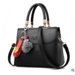 Pre-order กระเป๋าผู้หญิงถือ กระเป๋าผู้ใหญ่ถือออกงานแต่งปอมหมี รหัสYi-1063 สีดำ