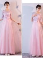 ชุดราตรียาวออกงาน สีชมพู ตัวเสื้อผ้าโปร่งปักด้วยด้ายเป็นลายเส้น ก้านดอกไม้สีเงิน