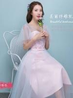 ชุดราตรียาว ใส่ออกงานสวยหรู ตัวเสื้อผ้าโปร่งปักด้วยด้ายเป็นลายเส้นก้านดอกไม้สีเงิน