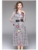 ชุดเดรสสวยๆ ผ้าลูกไม้ลายใบไม้ เนื้อดีสีเทา แขนยาว ตัวเสื้อปักลายดอกไม้