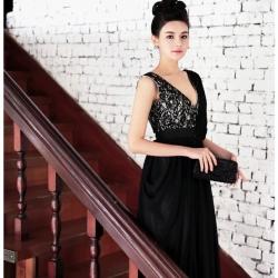 ชุดราตรียาว แขนกุด Brand Luyangel แบรนด์แท้เกาหลี คอวี สีดำ ด้านหลังผ่าลึกรูปตัววี โชว์แผ่นหลัง สวยดูมีสเน่ห์มากๆ ครับ