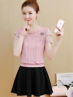 เสื้อลูกไม้สวยๆ สีชมพู เนื้อนิ่มยืดหยุ่นได้ดีสีชมพู รอบรักแร้แต่งด้วยผ้าถักโครเชต์เล็กๆ ลายตามแบบ