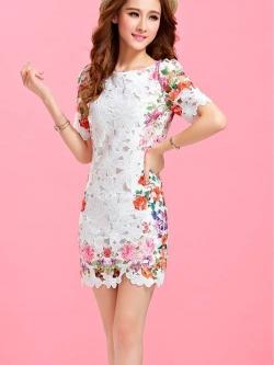 ชุดเดรสสั้น Brand Puss Puss ชุดเดรส ผ้าลายดอกไม้สีขาว ช่วงไหล่ แขน ด้านข้างลำตัว และชายกระโปรง เป็นลายดอกไม้หลากสี สวยมากๆครับ (พร้อมส่ง)