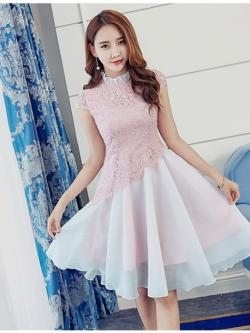 ชุดเดรสสวยๆ ตัวเสื้อผ้าลูกไม้เนื้อดีสีชมพู ชายเสื้อเฉียงเหมือนแบบ