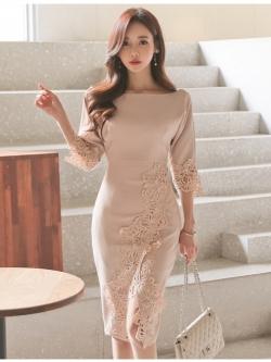 ชุดเดรสสวยๆ ผ้าโพลีเอสเตอร์ผสมสีครีมนู้ด แขนยาวสี่ส่วน ดีไซน์เก๋