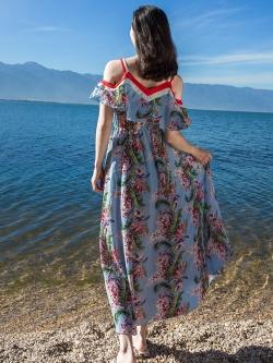 แมกซี่เดรสยาว ผ้าชีฟองเนื้อหนา พื้นสีฟ้า พิมพ์ลายใบไม้สีเขียว ดอกไม้สีขาว แดง