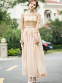 ชุดเดรสยาว ตัวเสื้อผ้าลูกไม้ สีครีม ปักด้วยด้ายสีเหลือบทอง