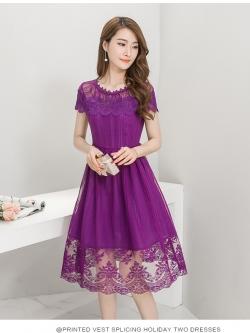 ชุดเดรสสวยๆ ตัวชุดผ้าลูกไม้ลายเส้น สีม่วง หน้าอกและชายแขนเสื้อเป็นผ้าถักลายดอกไม้