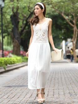 ชุดราตรียาว Brand Mei Na ชุดเดรสยาวแขนกุด ตัวเสื้อผ้าโปร่งสีน้ำตาล แต่งด้วยดิ้นสีขาว ตัวกระโปรงผ้าชีฟองสีขาว สวยมากๆครับ (พร้อมส่ง)
