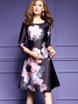 ชุดเดรสสีดำ ชุดสีดำ เดรสผ้าซาตินเนื้อดีพื้นสีดำ พิมพ์ลายดอกไม้โทนสีชมพูอ่อนๆ