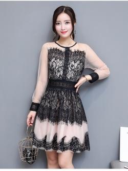 ชุดเดรสสวยๆ ผ้าลูกไม้เนื้อดีสีดำ ช่วงไหล่และแขนเสื้อเป็นผ้าโปร่งซีทรู แขนยาว