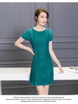 ชุดเดรสสวยๆ ตัวเสื้อผ้าลูกไม้เนื้อดี ยืดหยุ่นได้ สีเขียว ดีไซน์เก๋มากๆ