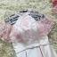 ชุดราตรีสั้นสุดหรู ผ้าซาตินสีชมพู ตัวเสื้อแขนกุด มีผ้าโปร่งเดินริบบิ้นหยักตามแบบสีชมพู thumbnail 6
