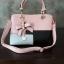 พร้อมส่ง กระเป๋าผู้หญิงถือเย็บสลับสี กระเป๋าผู้ใหญ่ถือออกงานแต่งโบว์ห้อย เย็บสลับสี รหัสYi-4217 สีชมพู 1 ใบ thumbnail 3