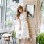 ชุดเดรสเกาหลี ผ้าซาตินเนื้อนิ่ม เงาสวย แขนกุด พื้นสีขาว พิมพ์ลายดอกไม้โทนสีขาว เดรสเข้ารูปช่วงเอว thumbnail 8