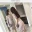 ชุดเดรสสวยๆ ตัวชุดผ้าโปร่งเนื้อละเอียดสีครีม ตัวผ้าเดินเส้นผ้าริบบิ้นสีครีมโค้งหยักตามแบบ thumbnail 8