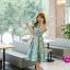 ชุดเดรสเกาหลี ผ้าซาตินเนื้อนิ่ม เงาสวย แขนกุด พื้นสีเขียว พิมพ์ลายดอกไม้โทนสีขาว เดรสเข้ารูปช่วงเอว thumbnail 5