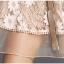 ชุดเดรสลูกไม้ ผ้าเนื้อนุ่มลายดอกไม้สีครีม แขนยาวห้าส่วน เข้ารูปช่วงเอว กระโปรงทรงเอ thumbnail 14