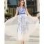 ชุดเดรสยาว ตัวชุดเป็นผ้าโปร่งสีขาวครีม 2 ชั้น ชั้นนอกปักเดินเส้นด้ายสีน้ำเงิน ซับในด้วยผ้าซาตินสีขาวทั้งตัว thumbnail 4
