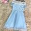 ชุดเดรสออกงาน ตัวชุดเป็นผ้าโพลีเอสเตอร์ผสมสีฟ้า ไหล่ป้าน ไหล่เป็นผ้าถักโครเชต์ ลายดอกไม้สีขาว thumbnail 9
