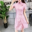 ชุดเดรสลูกไม้ คอจีน สีชมพูตุ่น ตัวผ้าเนื้อเงาสวย แขนสั้น เดรสทรงตรง เข้ารูปช่วงเอว แหวกที่ชายกระโปรง thumbnail 7