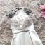 ชุดราตรีออกงานสุดหรู ผ้าซาตินสีทอง ตัวเสื้อแขนกุด มีผ้าโปร่งเดินริบบิ้นหยักตามแบบสีทอง thumbnail 6