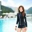 ชุดว่ายน้ำทูพีช แบบสปอร์ตสีดำ มีซิบกลางอก แขนเสื้อสกรีนตัวหนังสือ มีบาร์ด้านใน thumbnail 2
