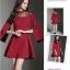 ชุดเดรสสั้น ผ้าโพลีเอสเตอร์ผสมสีแดงเข้ม ช่วงไหล่เป็นผ้าซีทรูปักลายดอกไม้ แขนยาว thumbnail 6